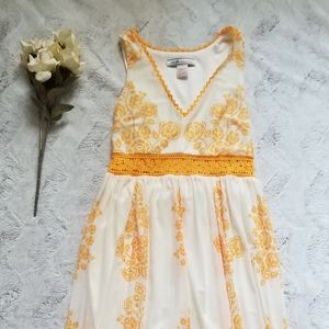 A Calin By Flying Tomato White Golden Floral Lace